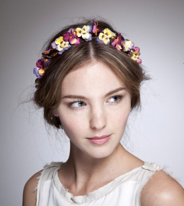 Flower-headband-6 50+ Most Creative Ideas to Put Flowers in Your Hair ...
