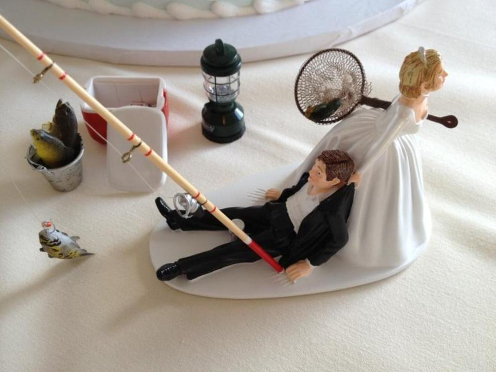 Gone-Fishing-wedding-cake-toppers-3 50+ Funniest Wedding Cake Toppers That'll Make You Smile [Pictures] ...