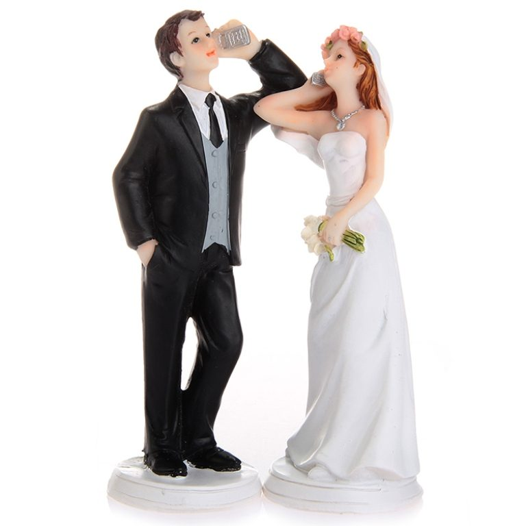 Hashtag-Wedding-cake-toppers-5 50+ Funniest Wedding Cake Toppers That'll Make You Smile [Pictures] ...