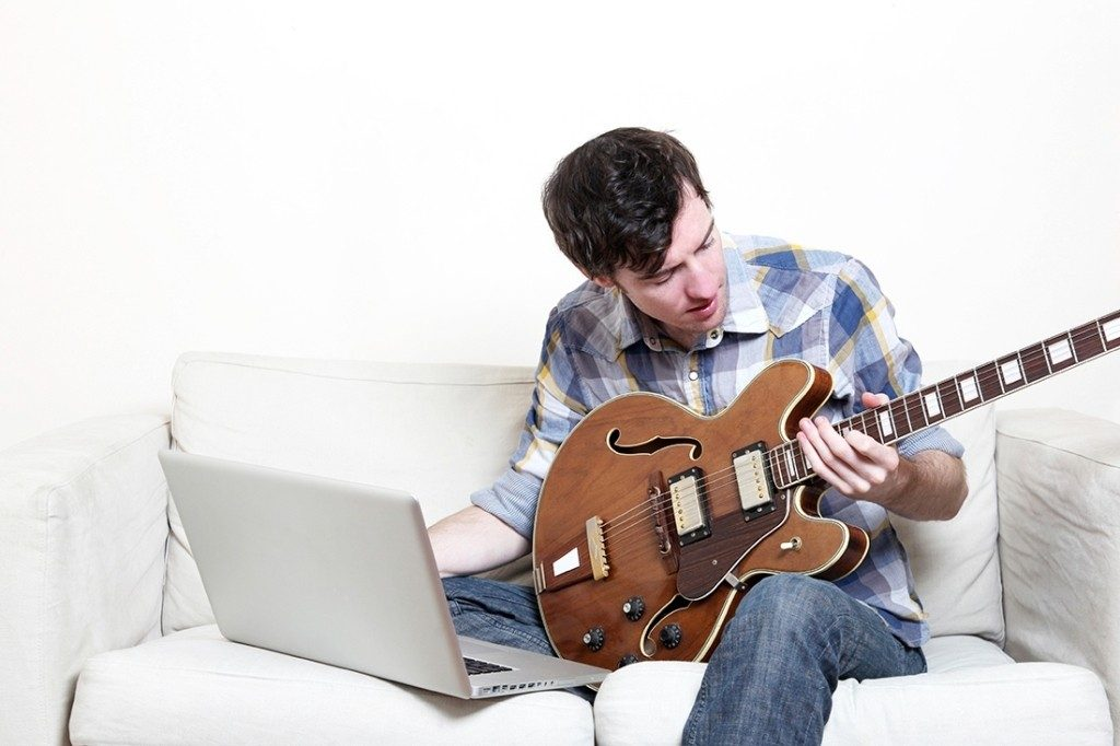 Jamorama-2 7 Best Guitar Lessons That Make You a Better Guitarist