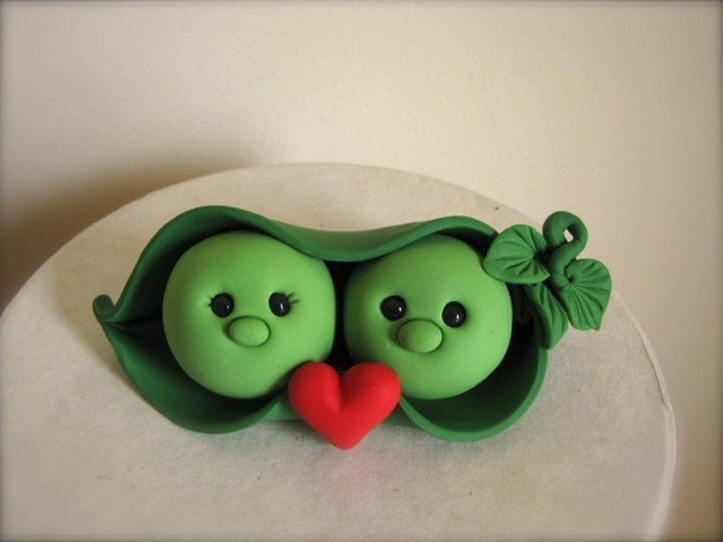 Peas-in-a-Pod-wedding-cake-toppers-1 50+ Funniest Wedding Cake Toppers That'll Make You Smile [Pictures] ...