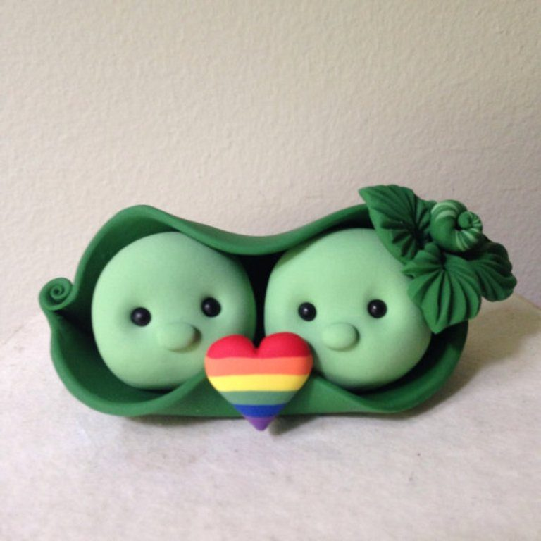Peas-in-a-Pod-wedding-cake-toppers-2 50+ Funniest Wedding Cake Toppers That'll Make You Smile [Pictures] ...