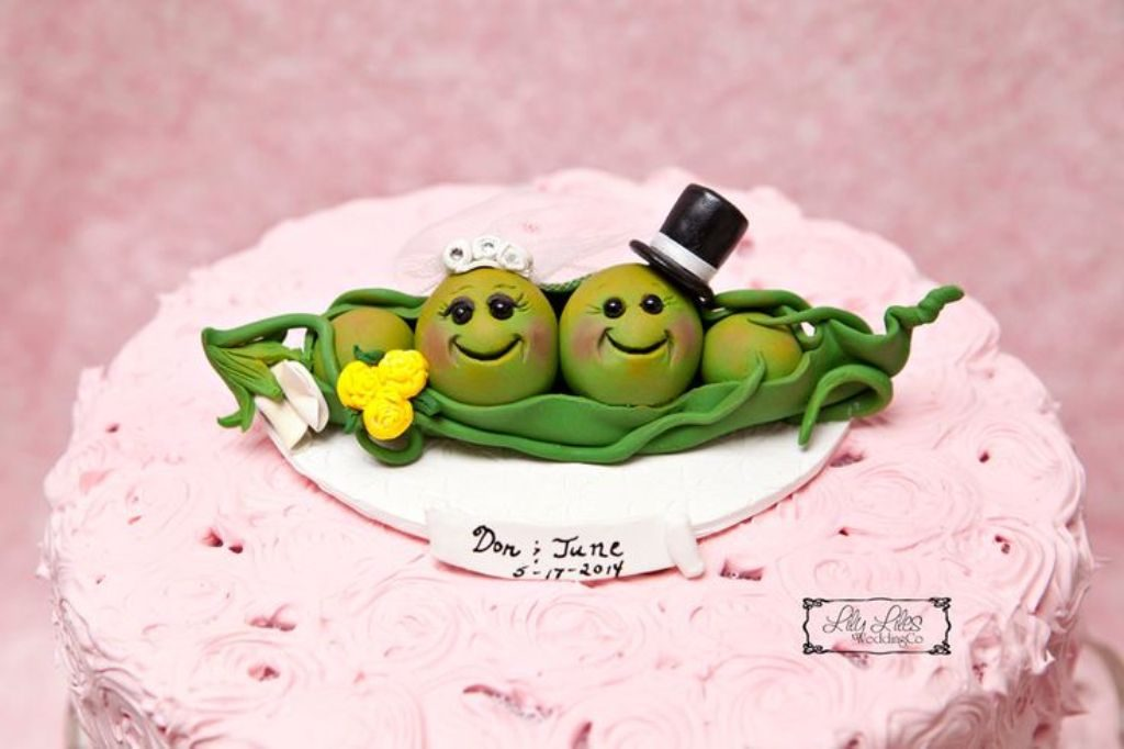 Peas-in-a-Pod-wedding-cake-toppers-3 50+ Funniest Wedding Cake Toppers That'll Make You Smile [Pictures] ...