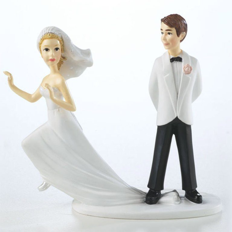 Runaway-Brides-wedding-cake-toppers-1 50+ Funniest Wedding Cake Toppers That'll Make You Smile [Pictures] ...