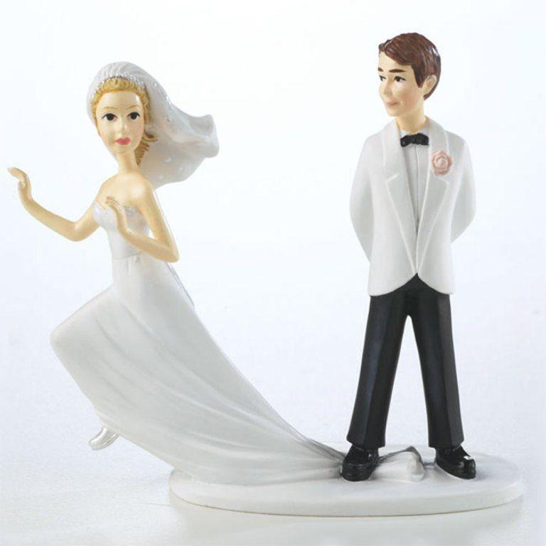 Runaway-Brides-wedding-cake-toppers-1 50+ Funniest Wedding Cake Toppers That'll Make You Smile [Pictures] ...