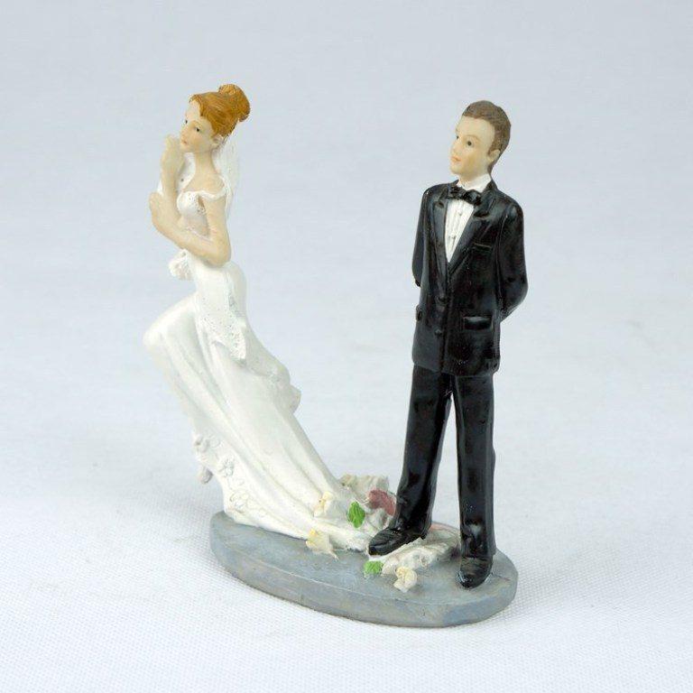 Runaway-Brides-wedding-cake-toppers-2 50+ Funniest Wedding Cake Toppers That'll Make You Smile [Pictures] ...