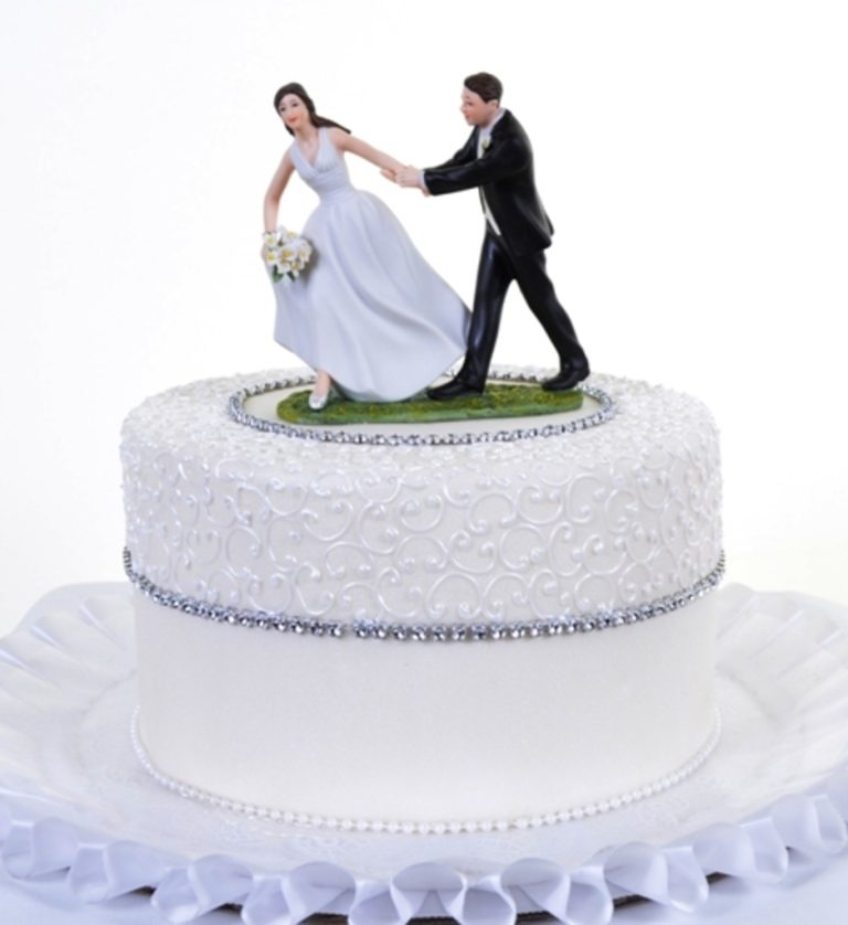 Runaway-Brides-wedding-cake-toppers-4 50+ Funniest Wedding Cake Toppers That'll Make You Smile [Pictures] ...