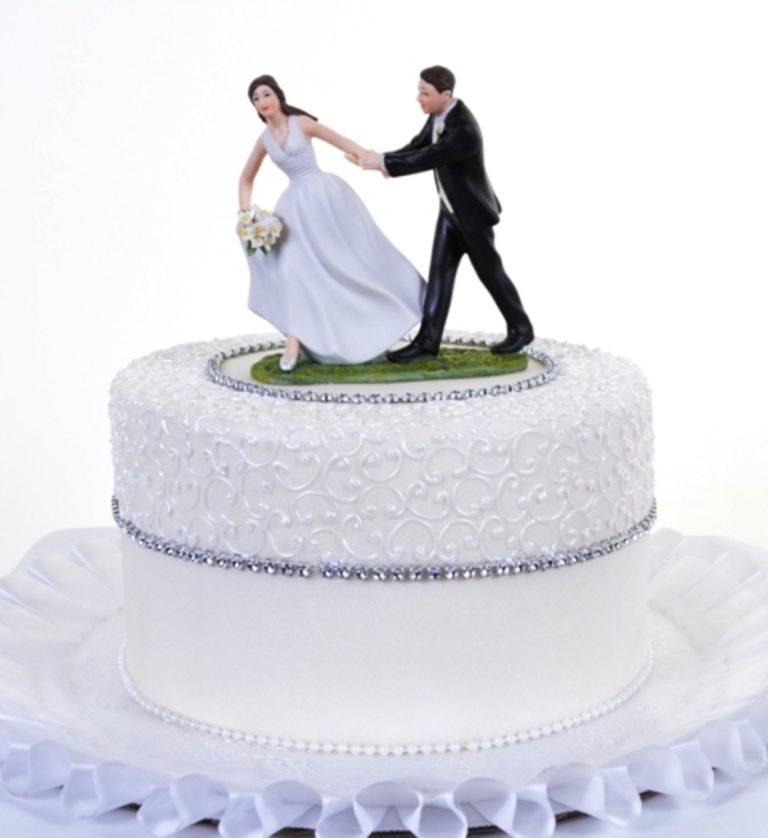 Runaway-Brides-wedding-cake-toppers-4 50+ Funniest Wedding Cake Toppers That'll Make You Smile [Pictures] ...