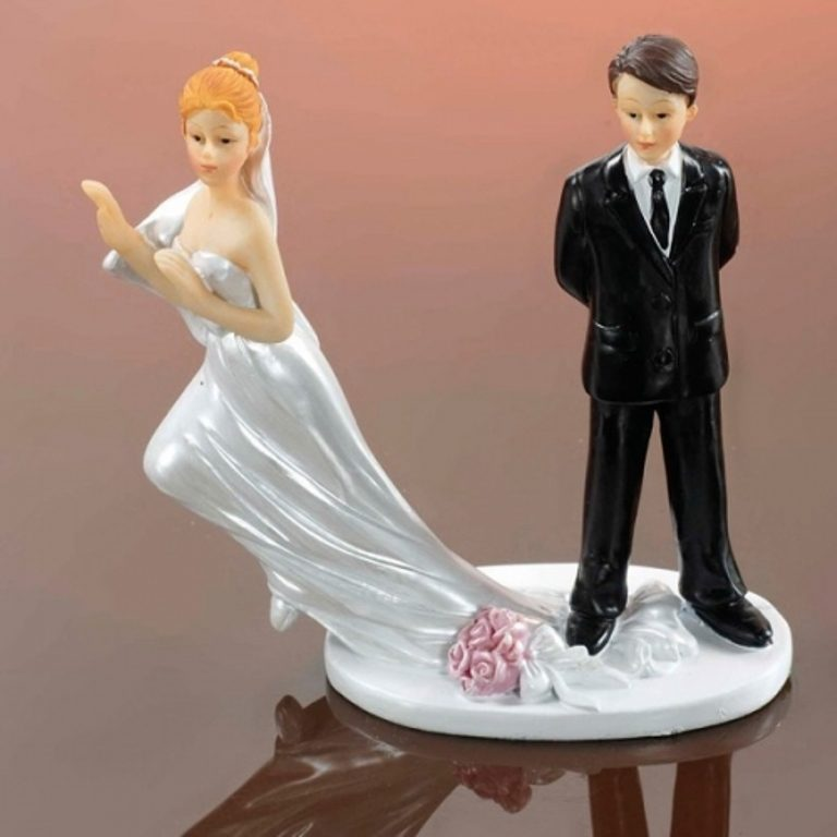 Runaway-Brides-wedding-cake-toppers 50+ Funniest Wedding Cake Toppers That'll Make You Smile [Pictures] ...