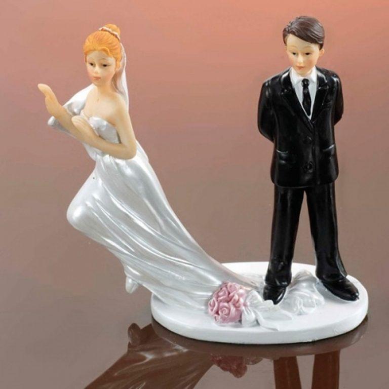 Runaway-Brides-wedding-cake-toppers 50+ Funniest Wedding Cake Toppers That'll Make You Smile [Pictures] ...