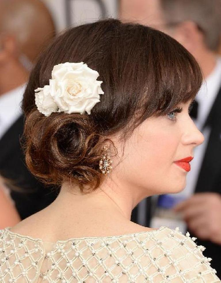 Single-bloom-1 50+ Most Creative Ideas to Put Flowers in Your Hair ...