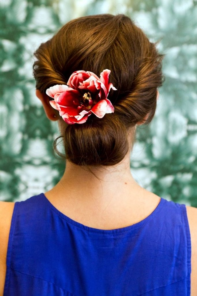 Single-bloom-2 50+ Most Creative Ideas to Put Flowers in Your Hair ...