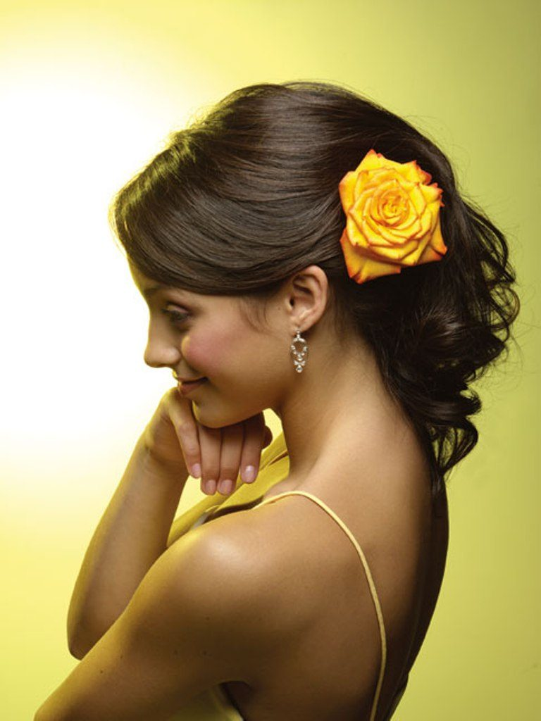 Single-bloom-3 50+ Most Creative Ideas to Put Flowers in Your Hair ...