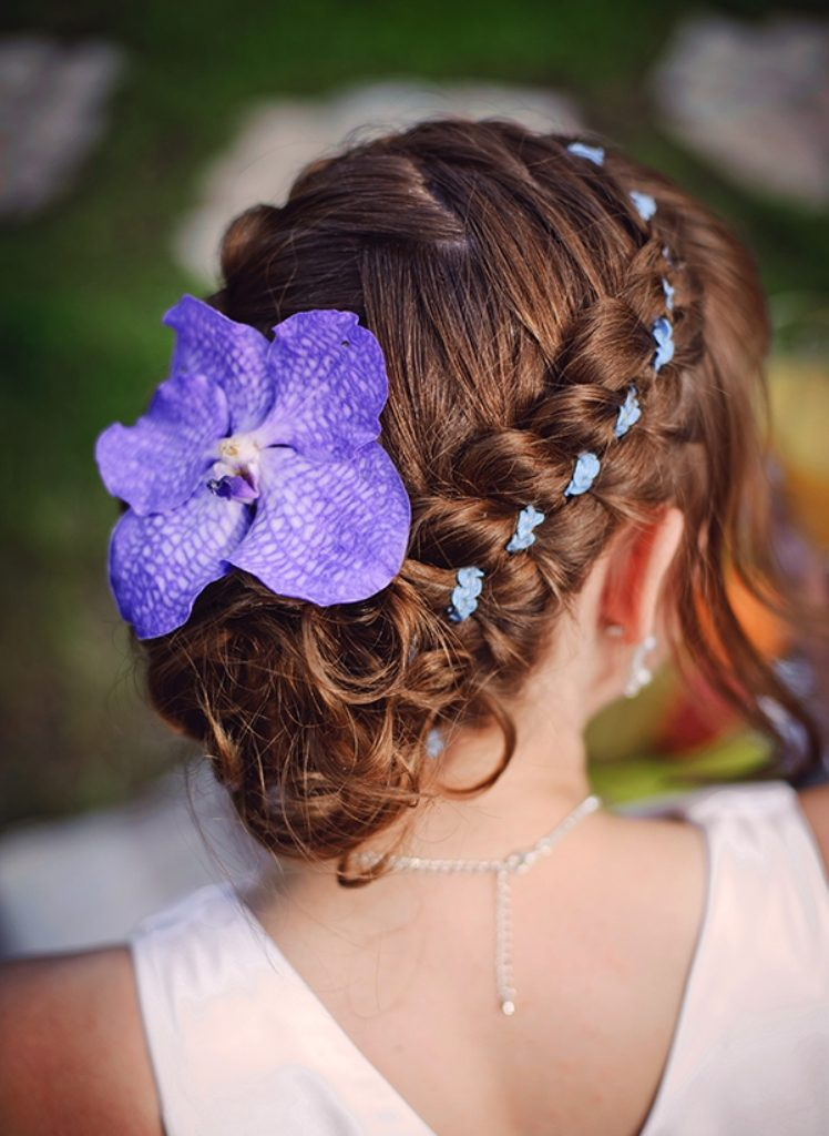 Single-bloom-4 50+ Most Creative Ideas to Put Flowers in Your Hair ...