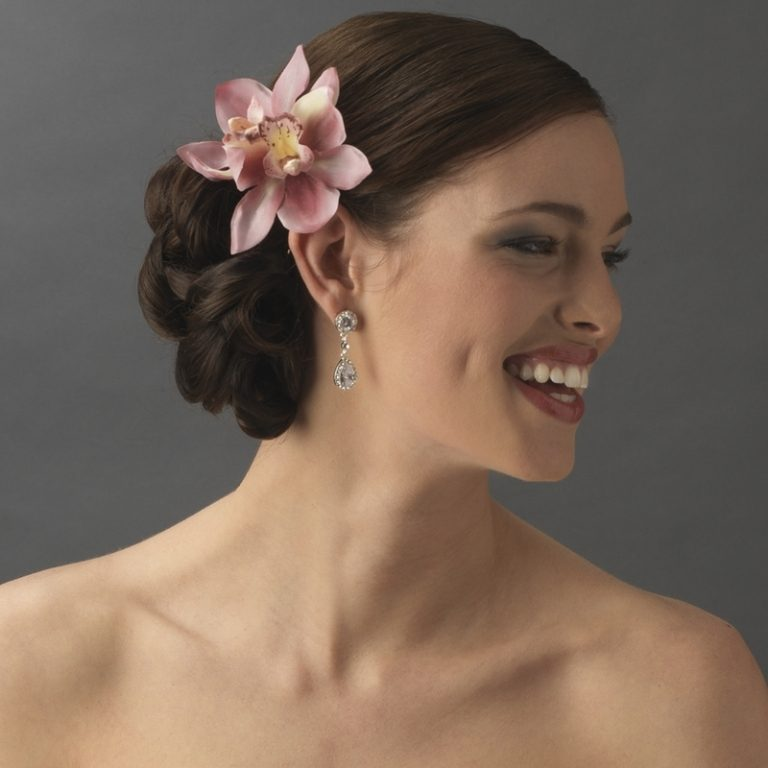Single-bloom-5 50+ Most Creative Ideas to Put Flowers in Your Hair ...