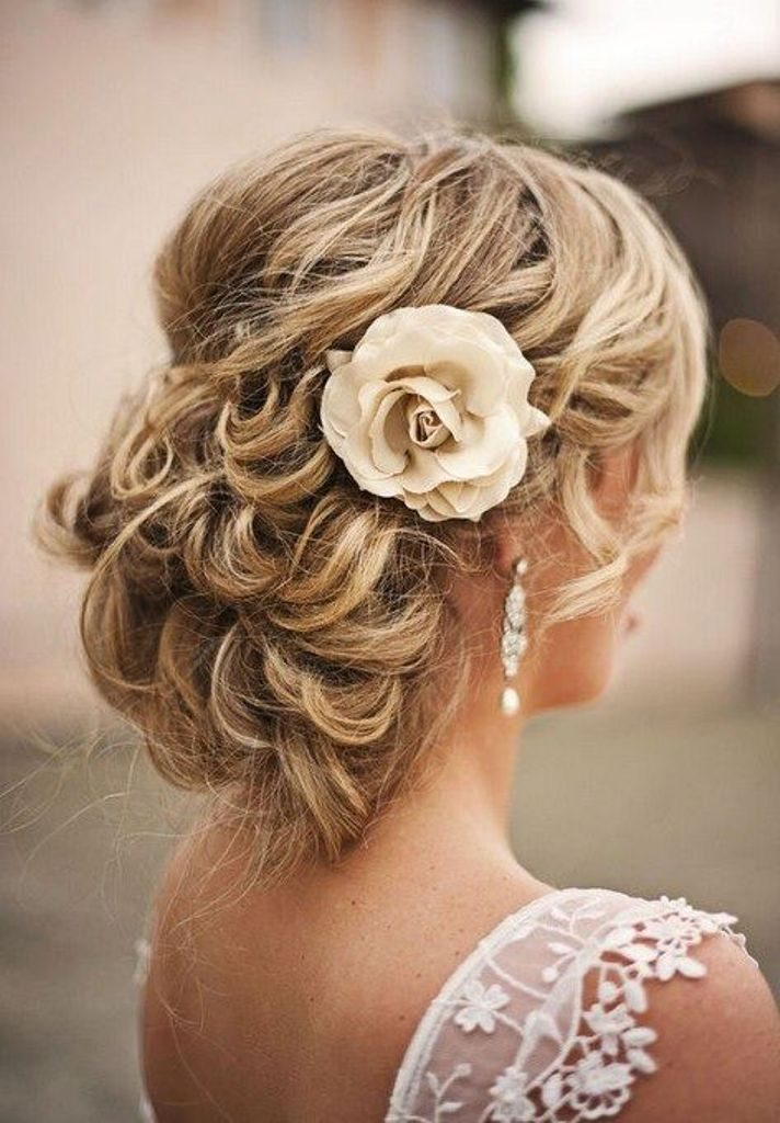 Single-bloom 50+ Most Creative Ideas to Put Flowers in Your Hair ...