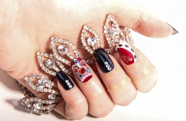 copy-of-queen-diamond-jubilee-nails- 35 Nails Designs; How Do You Paint Your Nails?