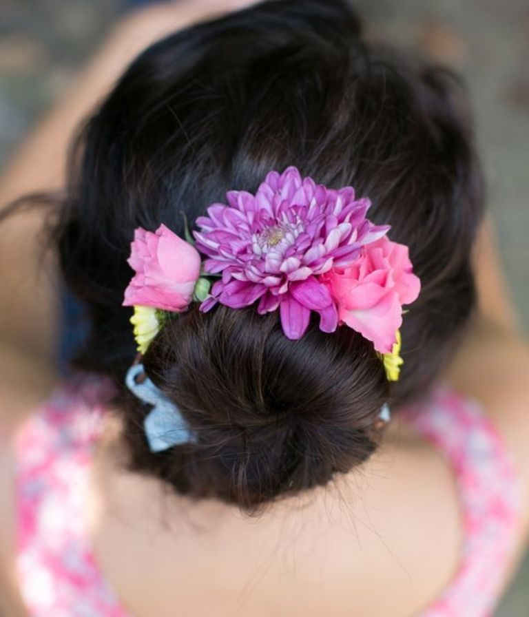 flowers-Wrapped-around-the-bun-6 50+ Most Creative Ideas to Put Flowers in Your Hair ...