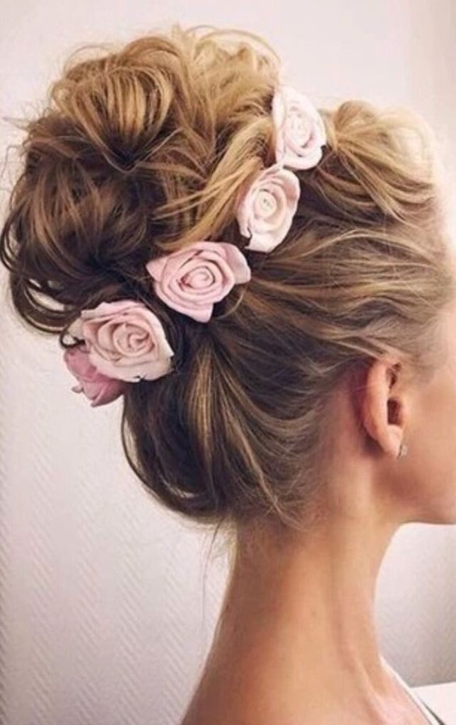 flowers-Wrapped-around-the-bun-7 50+ Most Creative Ideas to Put Flowers in Your Hair ...