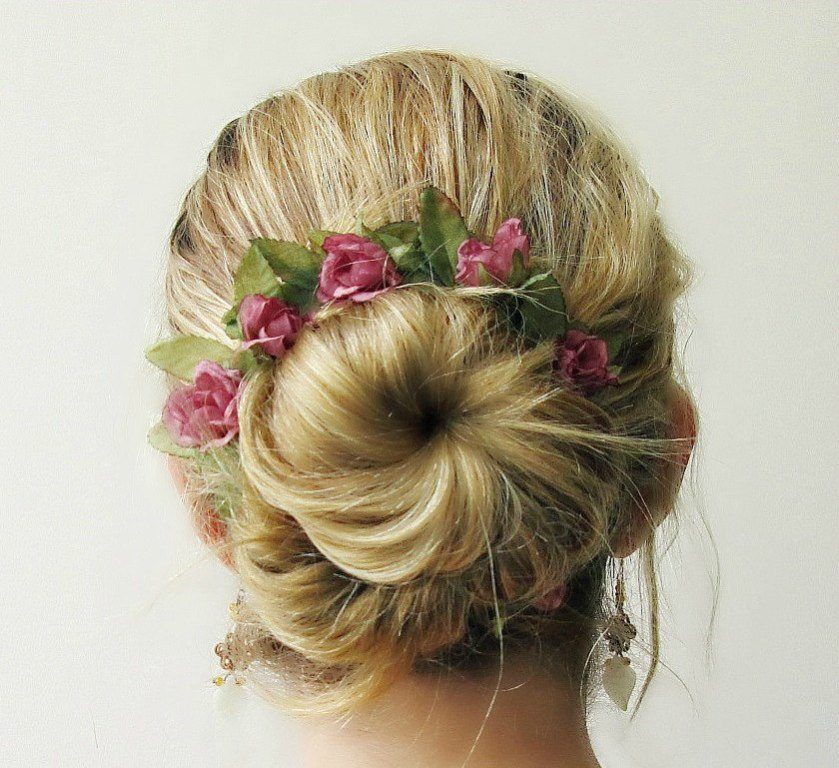 flowers-Wrapped-around-the-bun-8 50+ Most Creative Ideas to Put Flowers in Your Hair ...