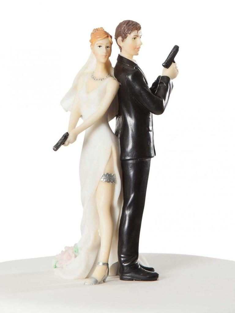 funny-wedding-cake-toppers-11 50+ Funniest Wedding Cake Toppers That'll Make You Smile [Pictures] ...
