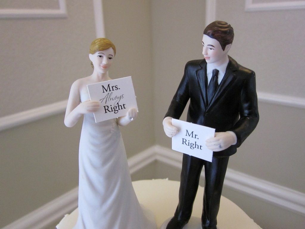 funny-wedding-cake-toppers-12 50+ Funniest Wedding Cake Toppers That'll Make You Smile [Pictures] ...