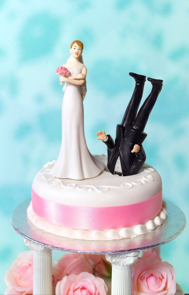 funny-wedding-cake-toppers-14 50+ Funniest Wedding Cake Toppers That'll Make You Smile [Pictures] ...