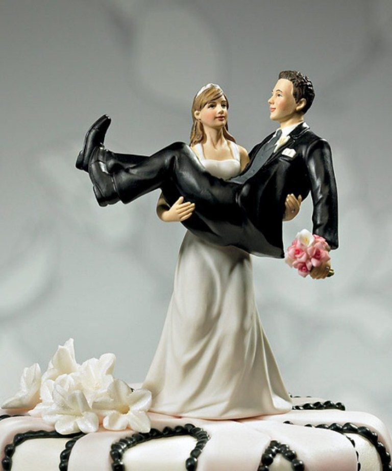 funny-wedding-cake-toppers-17 50+ Funniest Wedding Cake Toppers That'll Make You Smile [Pictures] ...