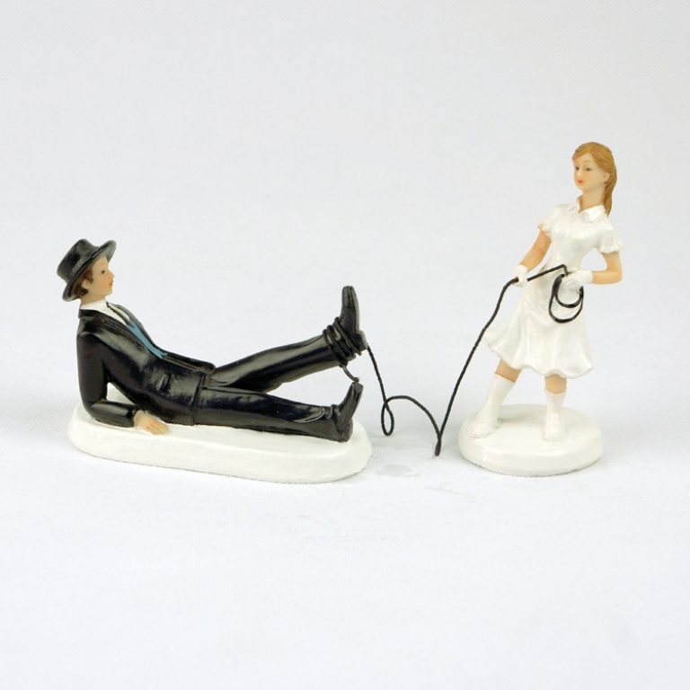 funny-wedding-cake-toppers-2 50+ Funniest Wedding Cake Toppers That'll Make You Smile [Pictures] ...