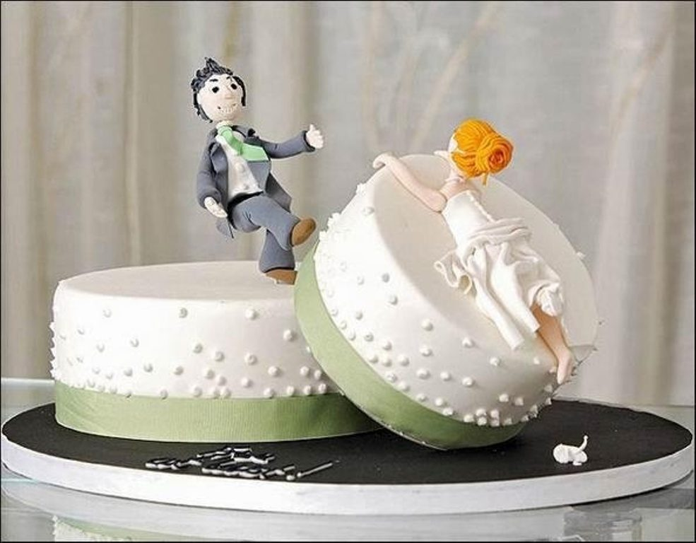 funny-wedding-cake-toppers-3 50+ Funniest Wedding Cake Toppers That'll Make You Smile [Pictures] ...