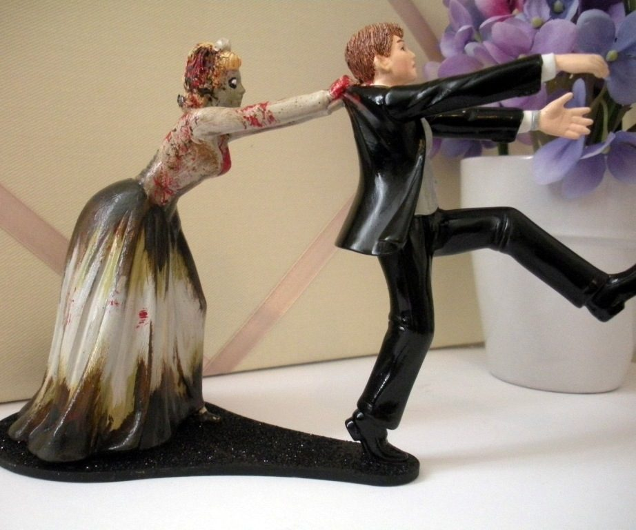 funny-wedding-cake-toppers-6 50+ Funniest Wedding Cake Toppers That'll Make You Smile [Pictures] ...