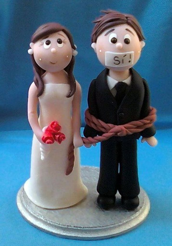 funny-wedding-cake-toppers-7 50+ Funniest Wedding Cake Toppers That'll Make You Smile [Pictures] ...