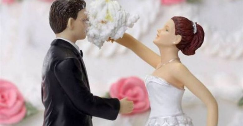 50 Funniest Wedding Cake Toppers That Ll Make You Smile Pictures