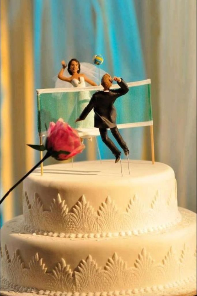 funny-wedding-cake-toppers-9 50+ Funniest Wedding Cake Toppers That'll Make You Smile [Pictures] ...