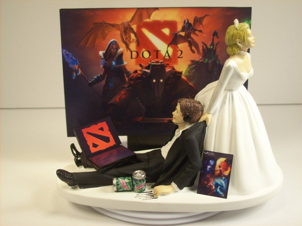 game-over-wedding-cake-toppers-1 50+ Funniest Wedding Cake Toppers That'll Make You Smile [Pictures] ...