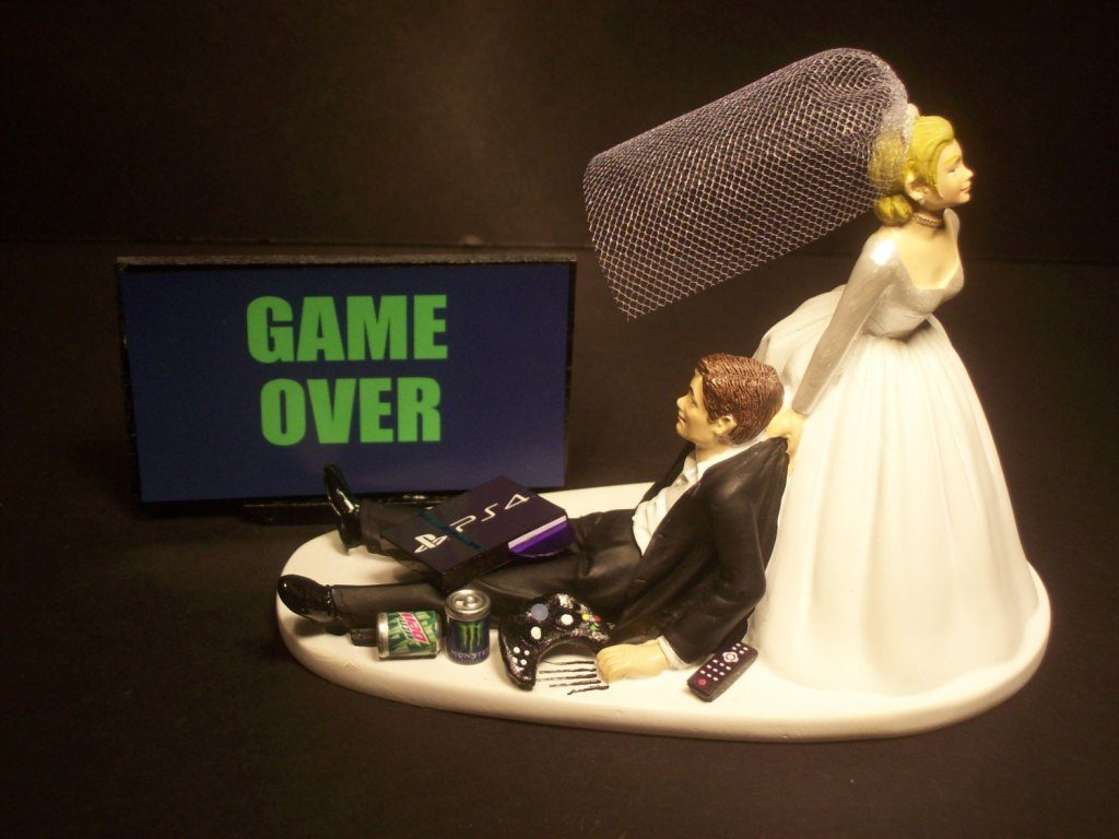 game-over-wedding-cake-toppers-3 50+ Funniest Wedding Cake Toppers That'll Make You Smile [Pictures] ...