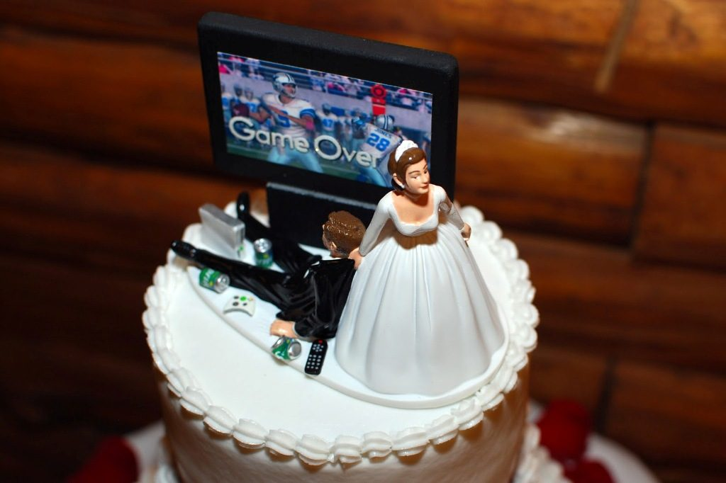 game-over-wedding-cake-toppers-4 50+ Funniest Wedding Cake Toppers That'll Make You Smile [Pictures] ...