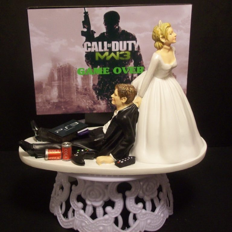 game-over-wedding-cake-toppers-5 50+ Funniest Wedding Cake Toppers That'll Make You Smile [Pictures] ...
