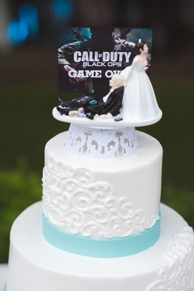 game-over-wedding-cake-toppers 50+ Funniest Wedding Cake Toppers That'll Make You Smile [Pictures] ...