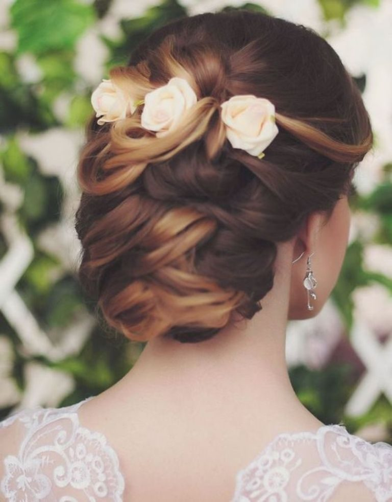 hair-flowers-10 50+ Most Creative Ideas to Put Flowers in Your Hair ...