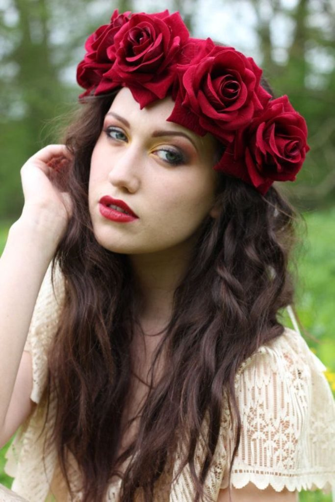 hair-flowers-13 50+ Most Creative Ideas to Put Flowers in Your Hair ...