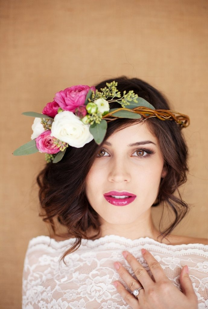 hair-flowers-14 50+ Most Creative Ideas to Put Flowers in Your Hair ...
