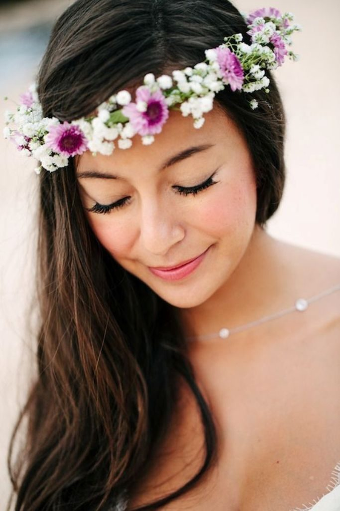hair-flowers-15 50+ Most Creative Ideas to Put Flowers in Your Hair ...