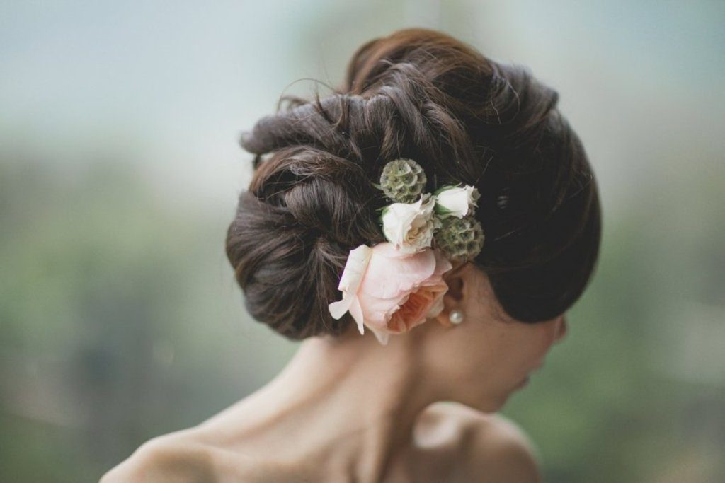 hair-flowers-18 50+ Most Creative Ideas to Put Flowers in Your Hair ...
