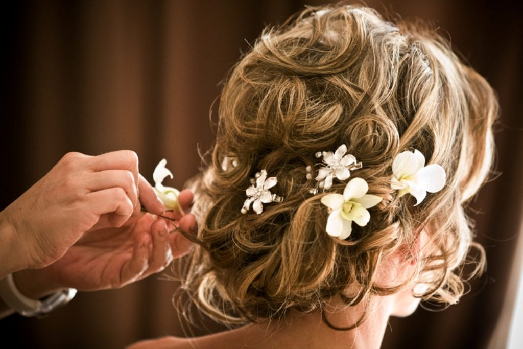 hair-flowers-19 50+ Most Creative Ideas to Put Flowers in Your Hair ...