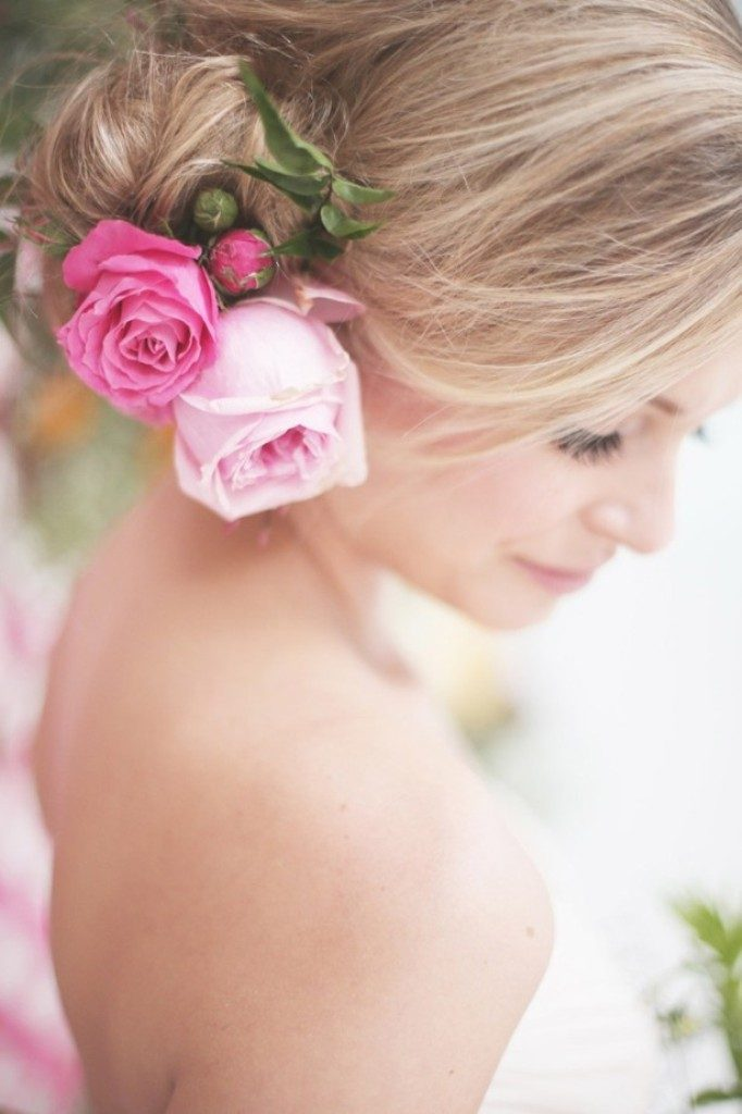 hair-flowers-2 50+ Most Creative Ideas to Put Flowers in Your Hair ...