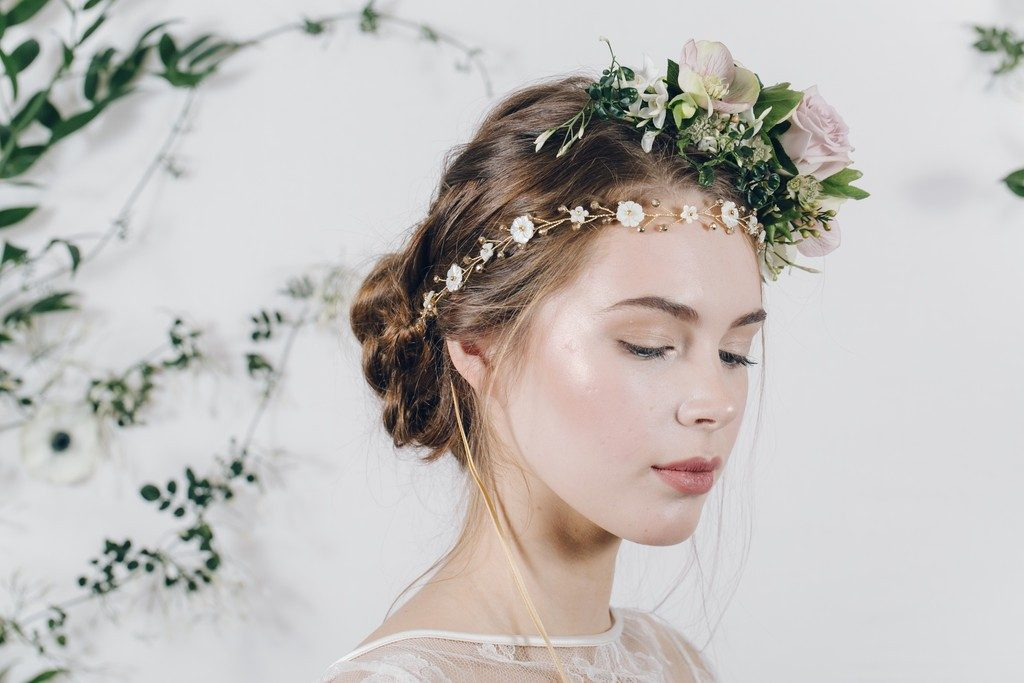 hair-flowers-23 50+ Most Creative Ideas to Put Flowers in Your Hair ...