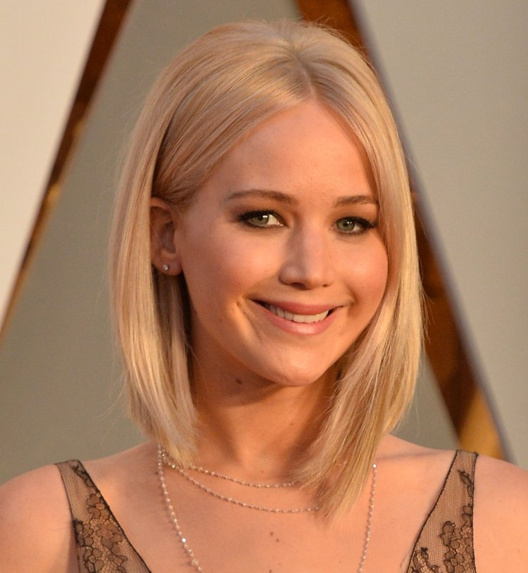 A-Square-Plunging-Smooth-Bob-Haircuts-as-Jennifer-Lawrence Sexiest Prom Hairstyles for Short Hairs