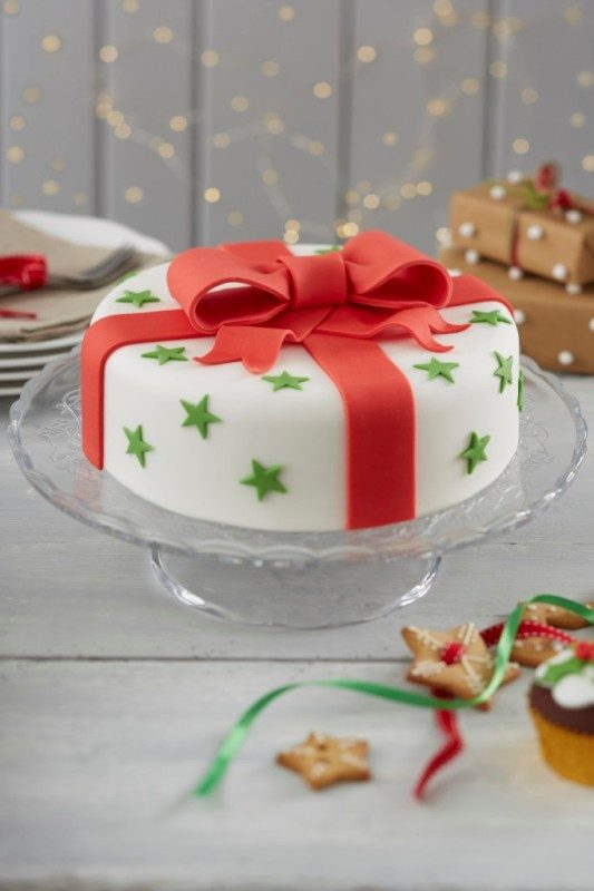 Christmas-Cake-Decoration-Ideas-2017-15 82+ Mouthwatering Christmas Cake Decoration Ideas 2019