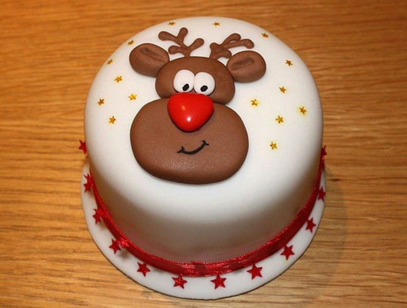 Christmas-Cake-Decoration-Ideas-2017-62 82+ Mouthwatering Christmas Cake Decoration Ideas 2019